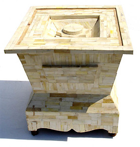 Saediya side table
