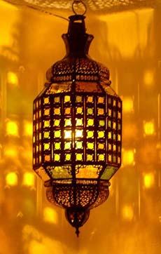 Dama Lantern